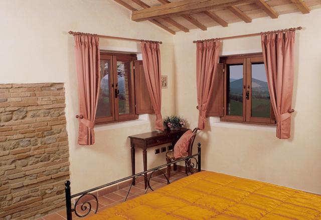 Casale Ripalta camera arancio