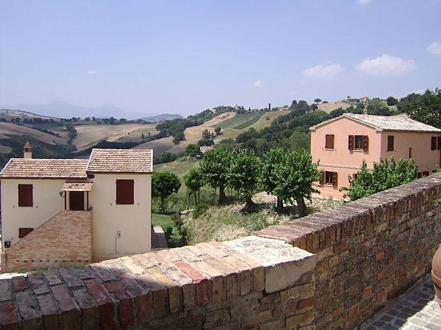 Beide huizen vanaf de burcht